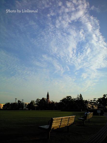 ベンチと青空-1.jpg